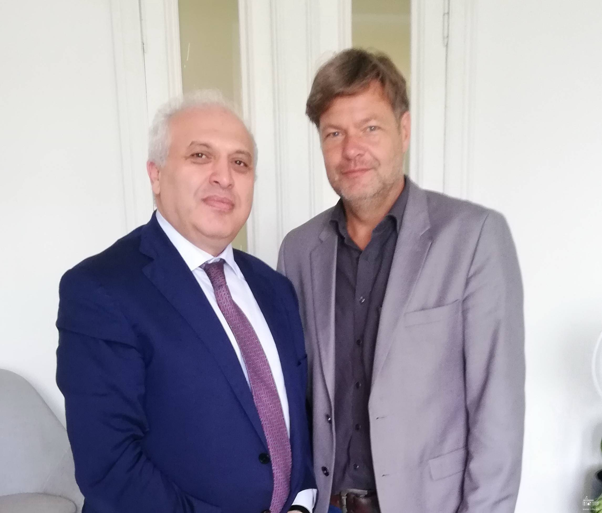 Դեսպան Աշոտ Սմբատյանի հանդիպումը Գերմանիայի Դաշինք 90/Կանաչներ կուսակցության դաշնային նախագահի հետ
