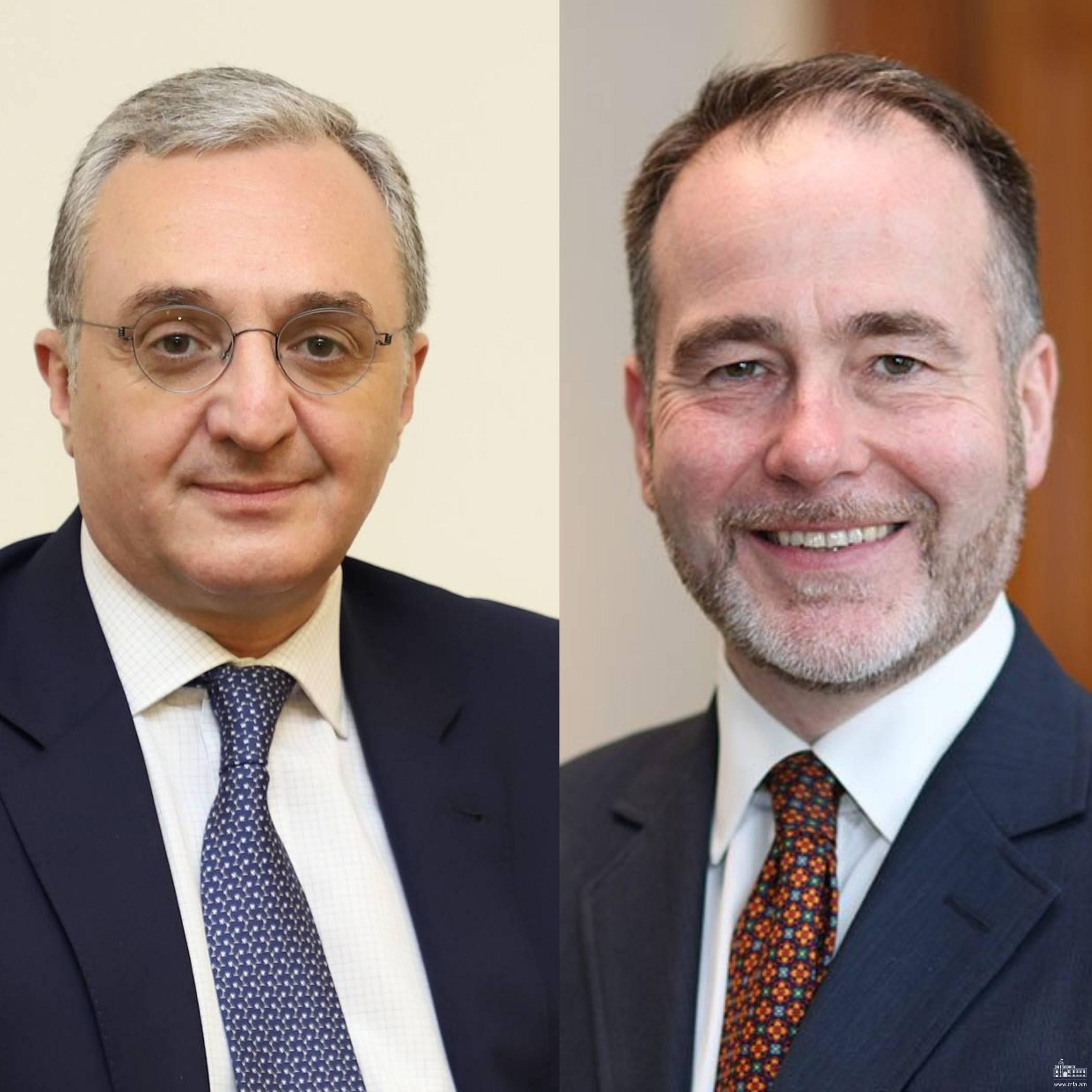 Entretien téléphonique entre le ministre des Affaires étrangères d'Arménie et le ministre d'État britannique pour l'Europe et les Amériques