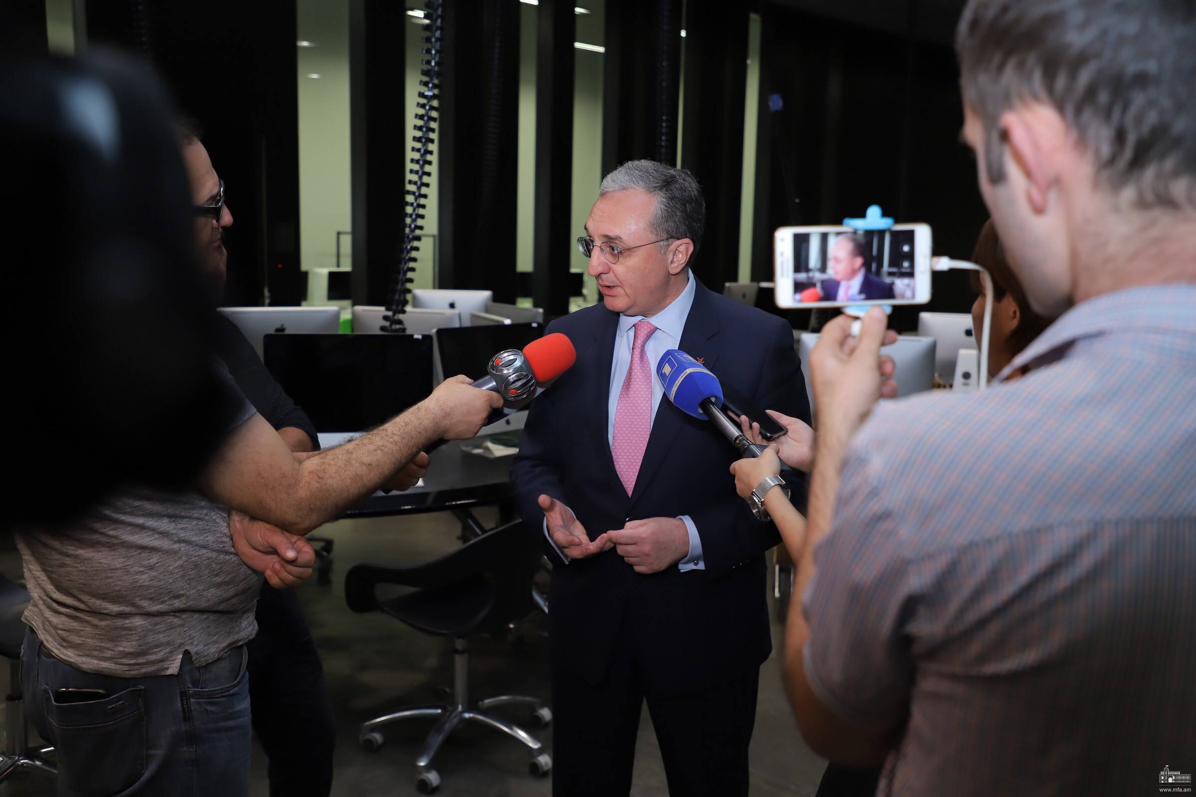 Briefing of Foreign Minister Zohrab Mnatsakanyan with journalists on the results of the meeting in business circles