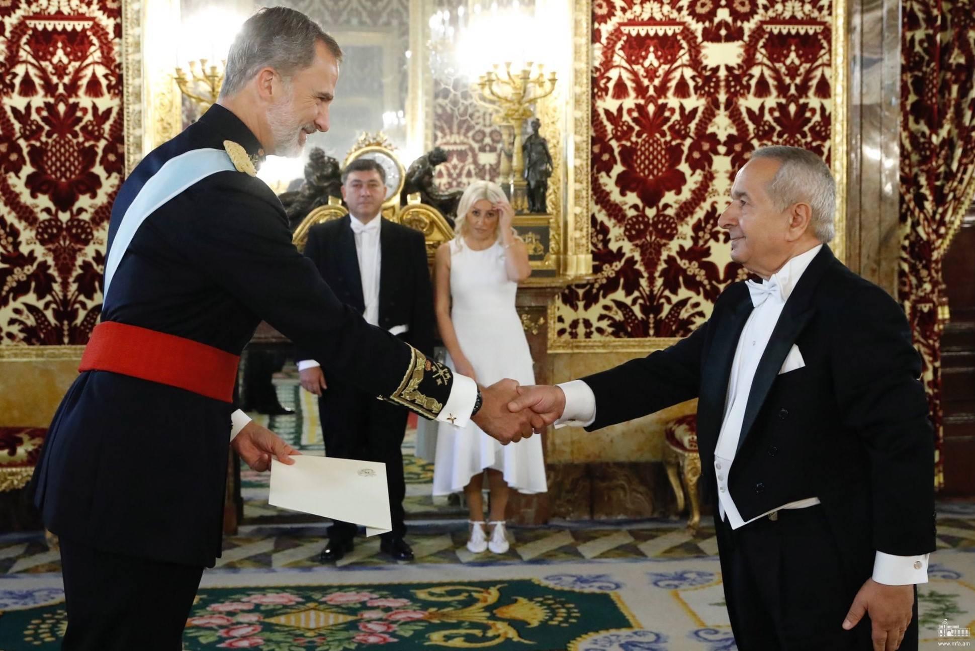 Դեսպան Կարմիրշալյանն իր հավատարմագրերը հանձնեց Իսպանիայի թագավորին