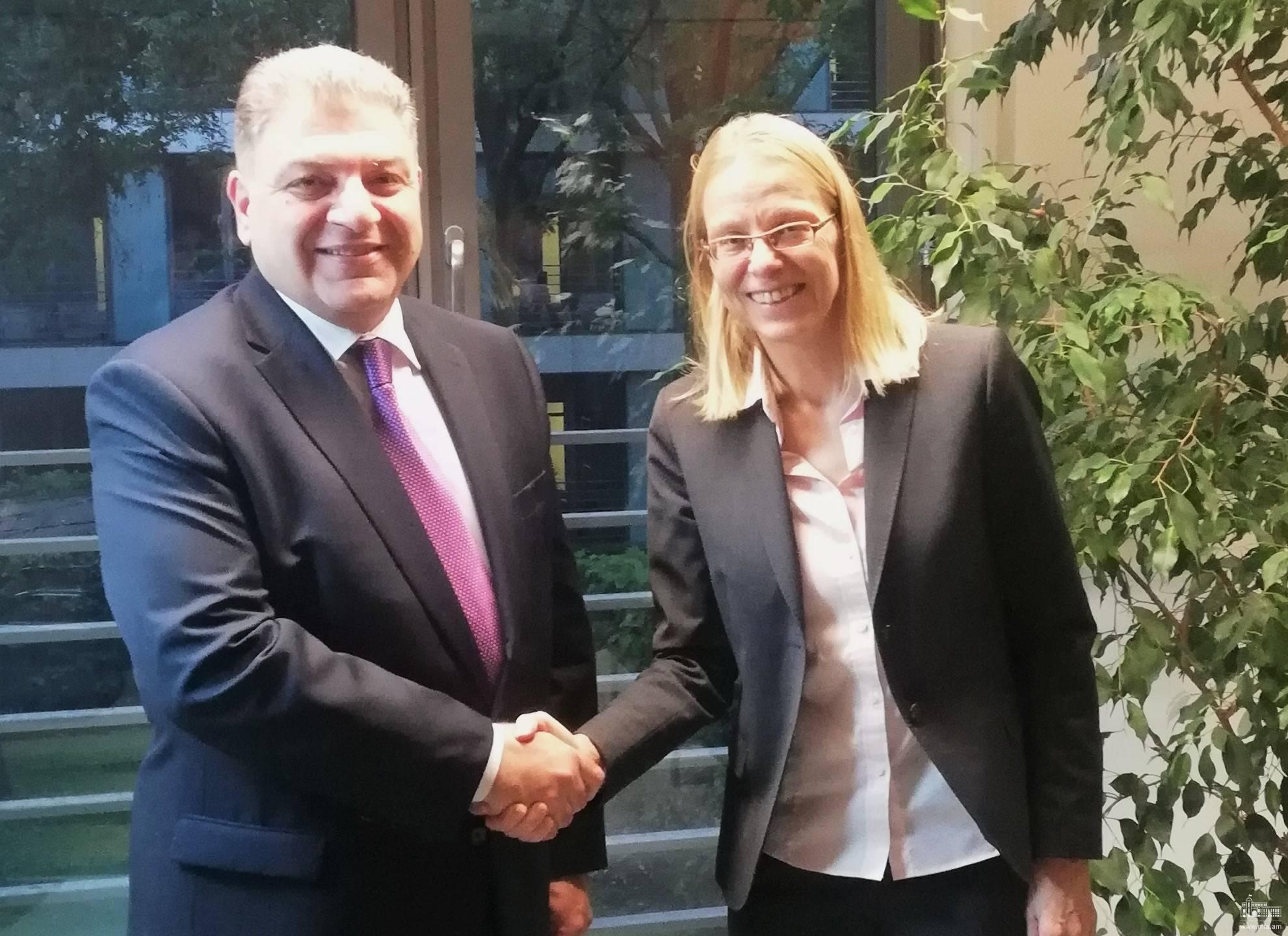 ԱԳՆ գլխավոր քարտուղար Վահագն Մելիքյանի հանդիպումը ԳԴՀ ԱԳՆ Կենտրոնական գլխավոր վարչության տնօրենի հետ