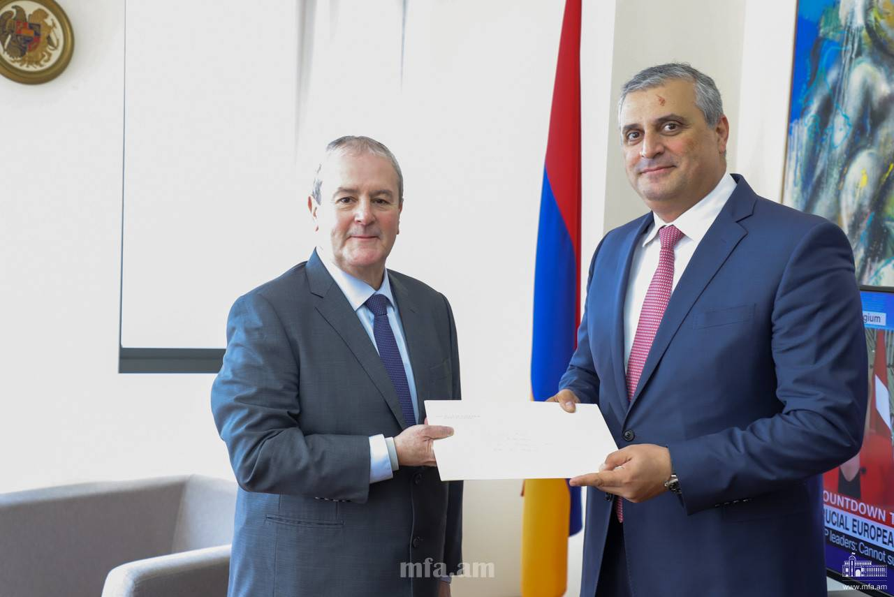 The newly appointed Ambassador of the Republic of Guatemala handed over the copies of his credentials to the Deputy Foreign Minister