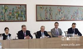 Meeting of Foreign Minister Zohrab Mnatsakanyan with the Professors and students of the Faculty of Humanities and Social Sciences of American University of Armenia