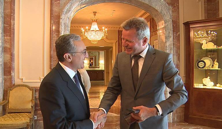 Le Ministre des Affaires étrangères d'Arménie a eu une rencontre avec le Secrétaire d'État du Ministère fédéral de l'intérieur, de la construction et du territoire