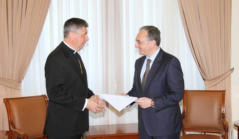 Minister of Foreign Affairs Zohrab Mnatsakanyan received the newly appointed Apostolic Nuncio of the Holy See