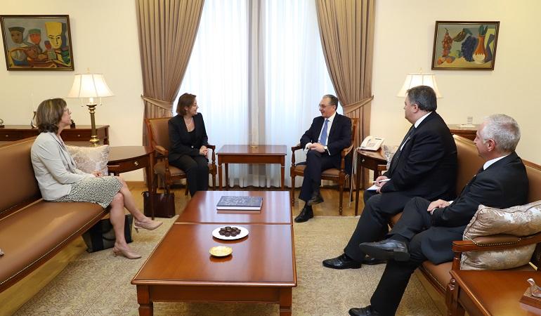 Le Ministre des Affaires étrangères d'Arménie a reçu le Représentant personnel du Premier ministre du Canada