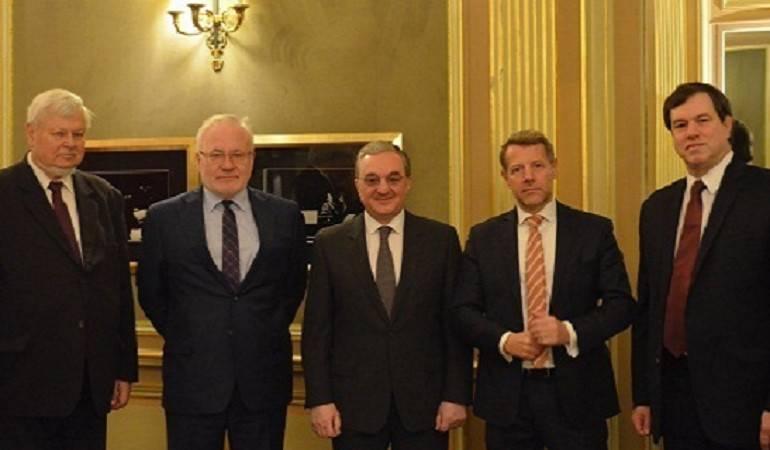Rencontre entre le Ministre des Affaires étrangères d'Arménie par intérim et les coprésidents du Groupe de Minsk et le Président en exercice de l'OSCE