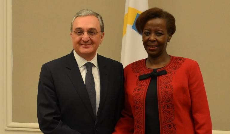 Զոհրաբ Մնացականյանը հանդիպեց Ֆրանկոֆոնիայի գլխավոր քարտուղար Լուիզ Մուշիկիվաբոյի հետ