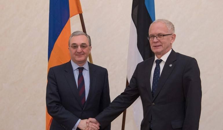 Rencontre entre le ministre des Affaires étrangères d'Arménie et le président du parlement d'Estonie