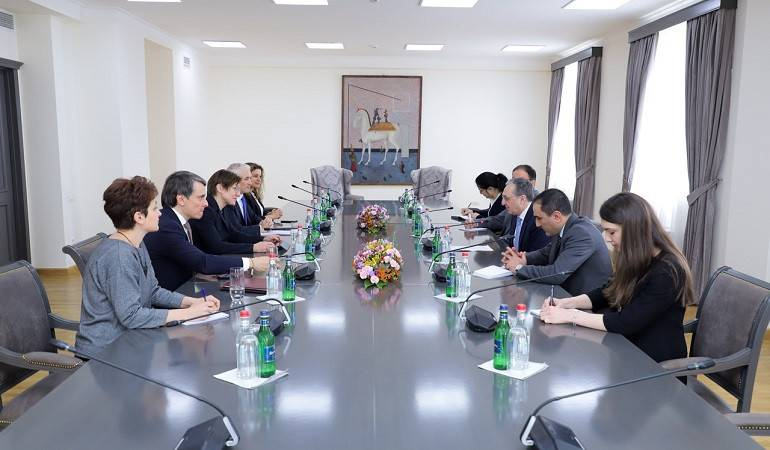 Foreign Minister Zohrab Mnatsakanyan received the Assistant Administrator of United Nations Development Program in Armenia
