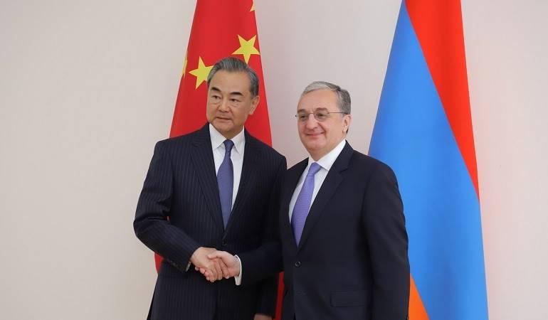 Զոհրաբ Մնացականյանը հանդիպեց Չինաստանի ԱԳ նախարար Վան Իին