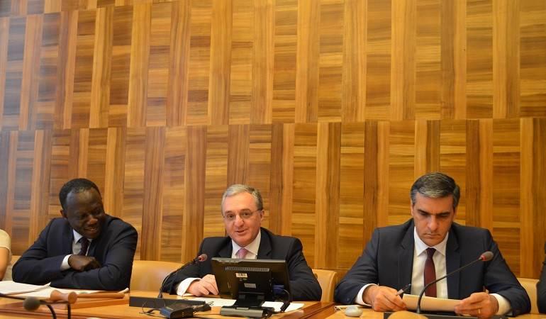 """Министр иностранных дел Зограб Мнацаканян принял участие в мероприятии под названием """"Армения: Год демократических преобразований"""""""