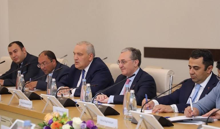 Встреча Министра иностранных дел Зограба Мнацаканяна с Председателем парламента Грузии Арчилом Талаквадзе