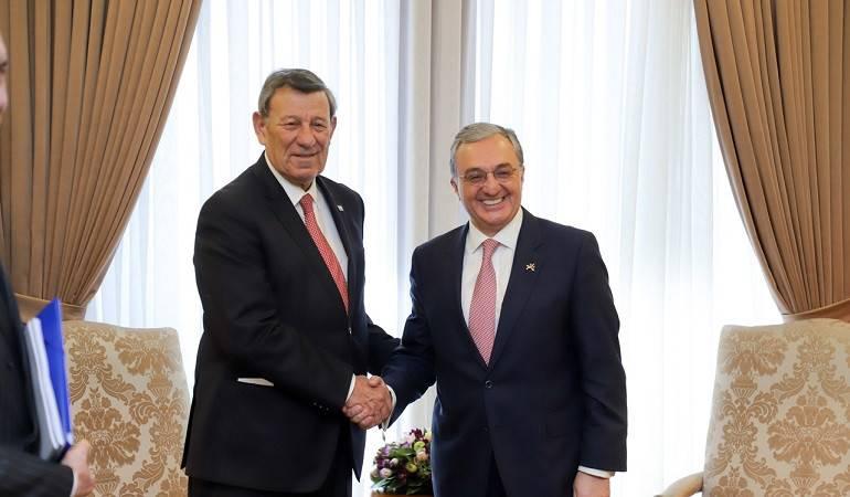 Rencontre entre les ministres des Affaires étrangères d'Arménie et d'Uruguay