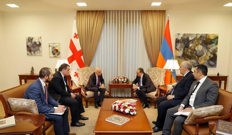 Rencontre entre le ministre des Affaires étrangères d'Arménie et son homologue géorgien