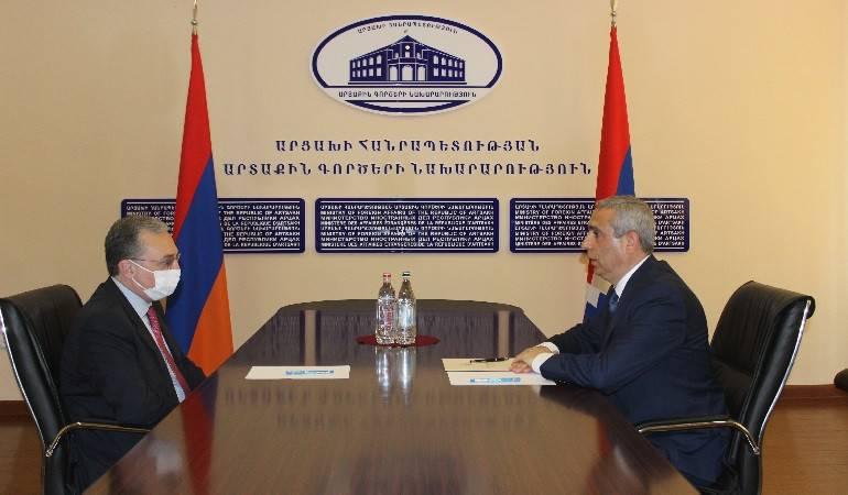 Զոհրաբ Մնացականյանի հանդիպումը Մասիս Մայիլյանի հետ