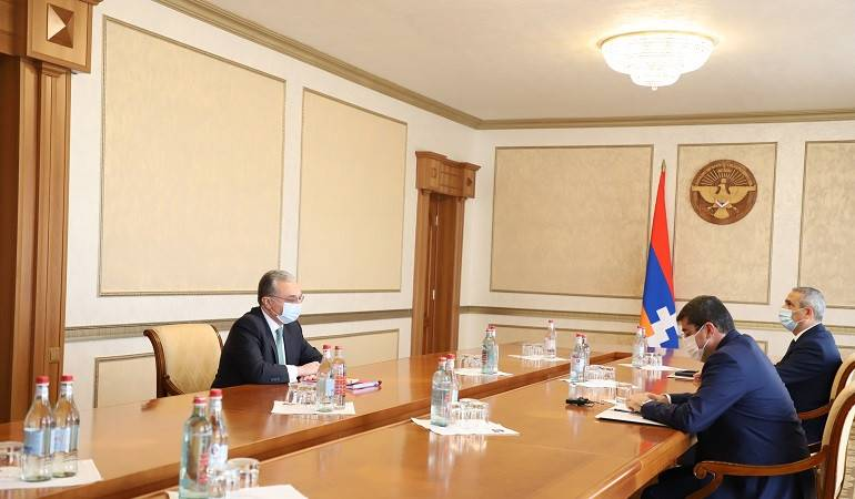 Zohrab Mnatsakanyan met with Arayik Harutyunyan, the President of Artsakh