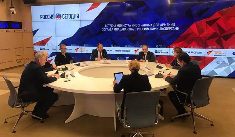 Закрытая встреча-обсуждение министра иностранных дел Зограба Мнацаканяа с российскими экспертами и политологами