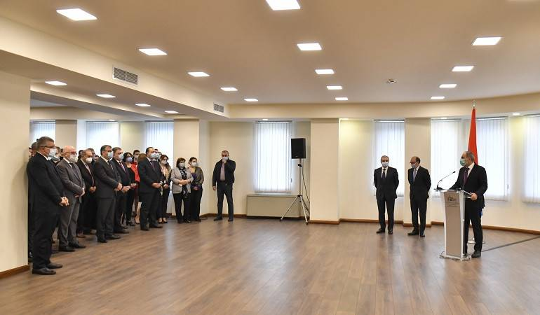 The Prime Minister of Armenia introduced the newly appointed Foreign Minister to MFA apparatus