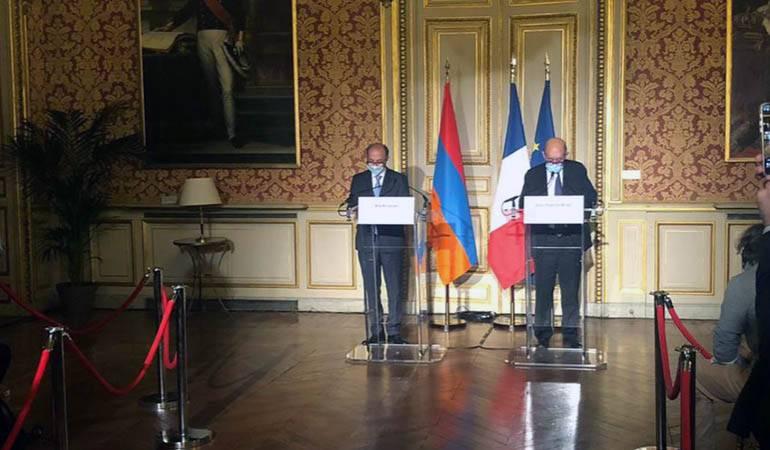 Déclaration du Ministre des affaires étrangères de la République d'Arménie Ara Aivazian pendant la conférence de presse succédant a son entretien avec le Ministre des affaires étrangères de la République Française Jean-Yves Le Drian