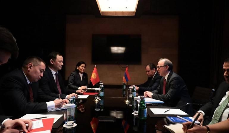 Состоялась встреча министра иностранных дел РА Ара Айвазяна с главой МИД Киргизии Русланом Казакбаевым