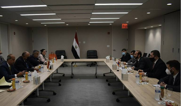 Ararat Mirzoyan met with the Foreign Minister of Egypt