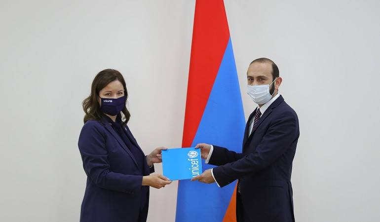 Foreign Minister Ararat Mirzoyan received the UNICEF Representative in Armenia