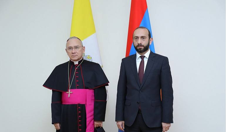 The meeting of Foreign Minister Ararat Mirzoyan with Substitute for General Affairs of the Secretariat of the Holy See Archbishop Edgar Peña Parra