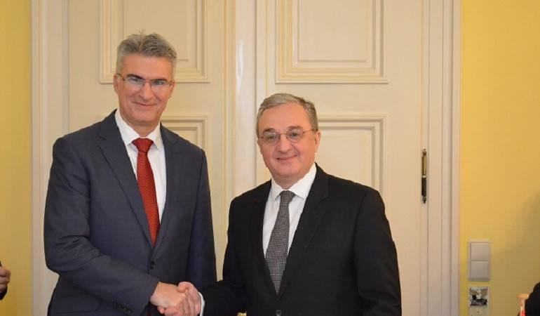 Зограб Мнацаканян встретился с министром иностранных дел Мальты Кармело Абелой
