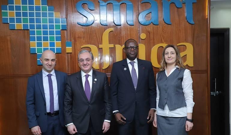 Армянская делегация, возглавляемая министром иностранных дел Армении Зограбом Мнацаканяном, посетила центр Smart Africa