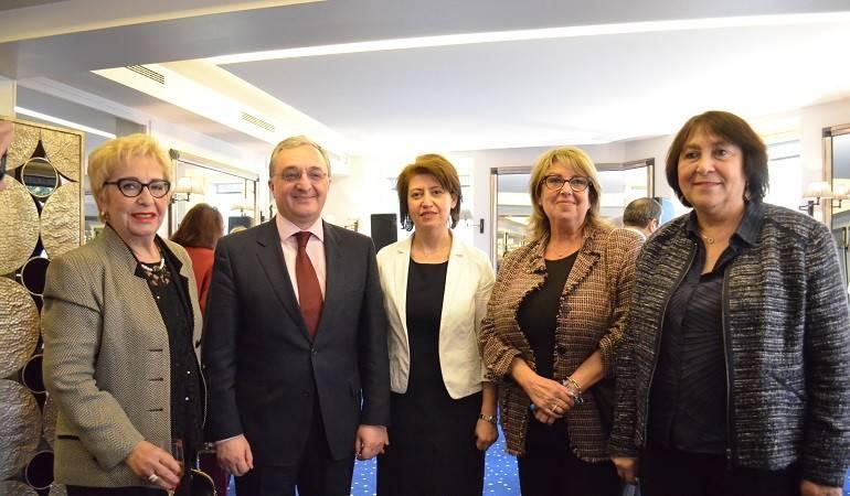 Zohrab Mnatsakanyan met with representatives of the Armenian community in France