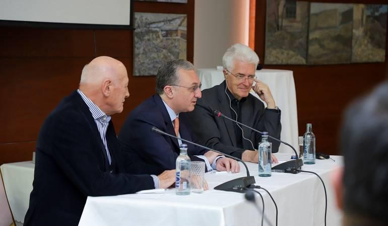 Rencontre du ministre des Affaires étrangères avec les représentants du centre allemand d'analyse et de recherche «Die Runde»