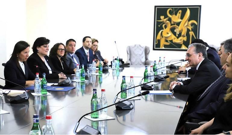 Министр иностранных дел Зограб Мнацаканян принял делегацию во главе с заместителем губернатора Калифорнии Элени Куналакис