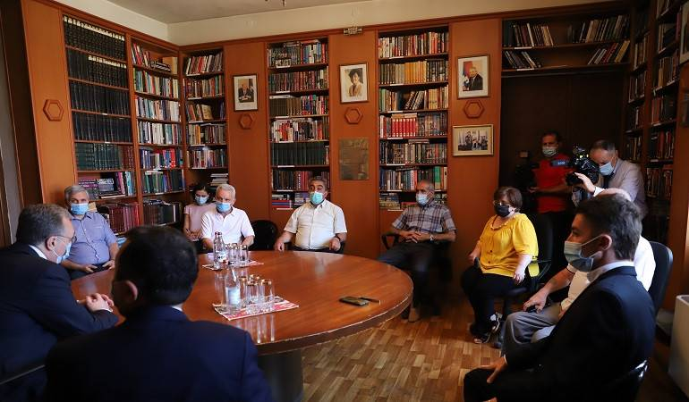 Zohrab Mnatsakanyan met with the representatives of civil society of Artsakh